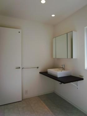 際立った外観を持ちながら、シンプルで美しい家-洗面台-|郡山市 注文住宅 大原工務店の施工例