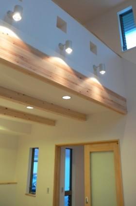 吹き抜けのあるリビング ナチュラルモダンな家-リビング-|郡山市 注文住宅 大原工務店の施工例