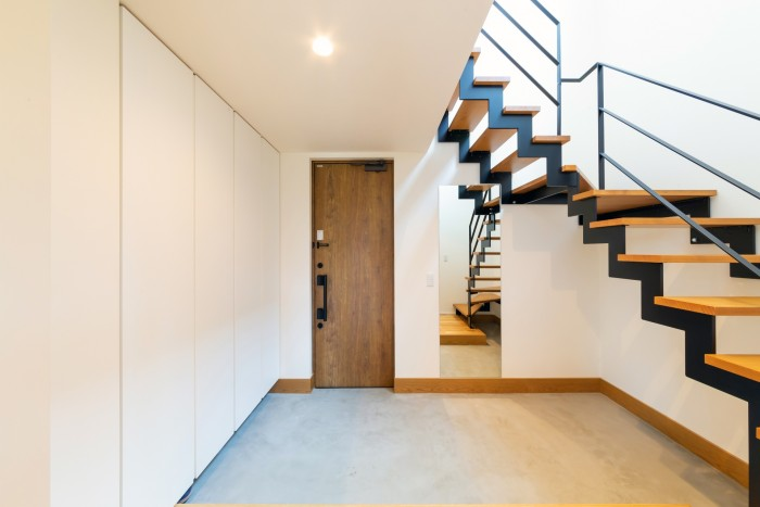 K様邸のモルタル仕上げが素敵な玄関土間です| 郡山市 新築住宅 大原工務店のブログ