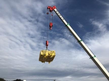クレーンを使用して木材を2階に運びます 田村市船引町 | 郡山市 新築住宅 大原工務店のブログ