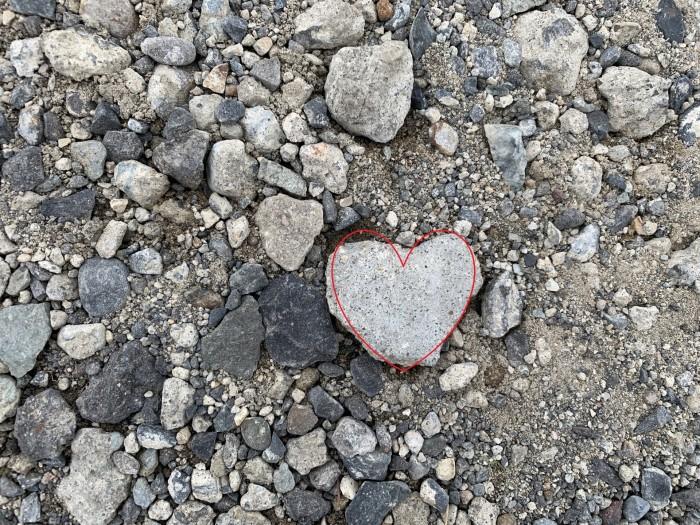 ハートの形をした石が落ちていました。郡山市安積町  郡山市 新築住宅 大原工務店のブログ