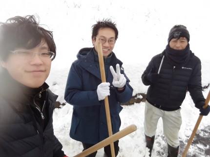雪かきが終わって、みんなを入れて自撮りです。郡山市安積町|郡山市 新築住宅 大原工務店のブログ