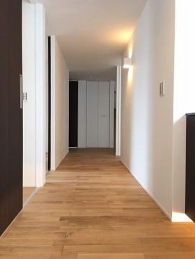 広い玄関収納とパントリーですっきり暮らす二世帯住宅
