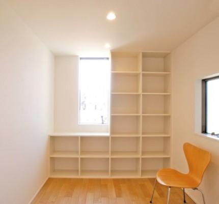 造り付けの棚でたっぷり収納できる書斎|郡山市 注文住宅 大原工務店 施工例
