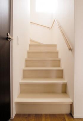 箱型自由設計 機能性とデザイン性が融合した住まい-階段-|郡山市 注文住宅 大原工務店の施工例