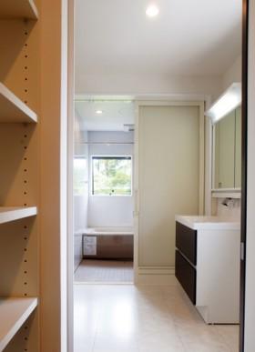 片流れ屋根が特徴的なモダンデザインの注文住宅-2Fバスルーム-|郡山市 注文住宅 大原工務店の施工例-