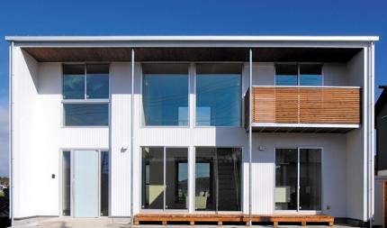 外壁に白いガルバリウムを使ったカッコイイキューブ型のお家です。|郡山市 新築住宅 大原工務店のブログ