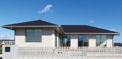 生活動線に配慮した回遊性のある平屋建寄棟の家-外観-|郡山市 注文住宅 大原工務店 施工例