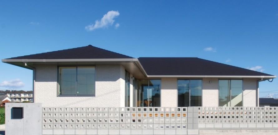 生活動線に配慮した回遊性のある平屋建寄棟注文住宅-外観-|郡山市 注文住宅 大原工務店の施工例