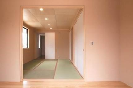 廊下から見た和室