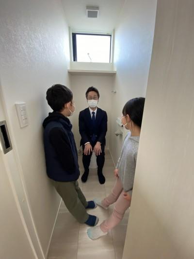 社長がトイレで尋問中です(笑)|郡山市 新築住宅 大原工務店のブログ