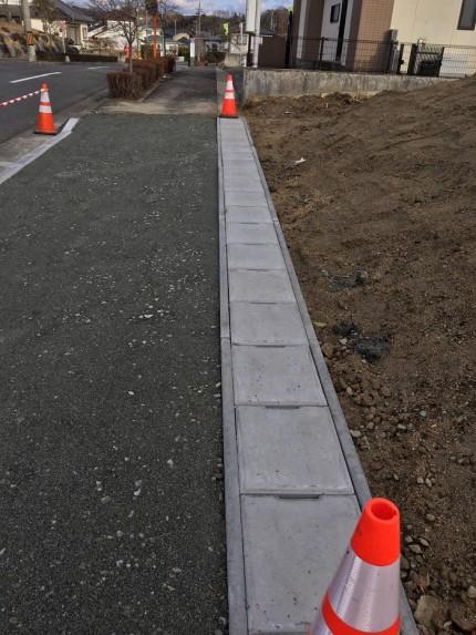 歩道用から車道用のU字溝に変わってます。田村郡三春町|郡山市 新築住宅 大原工務店のブログ