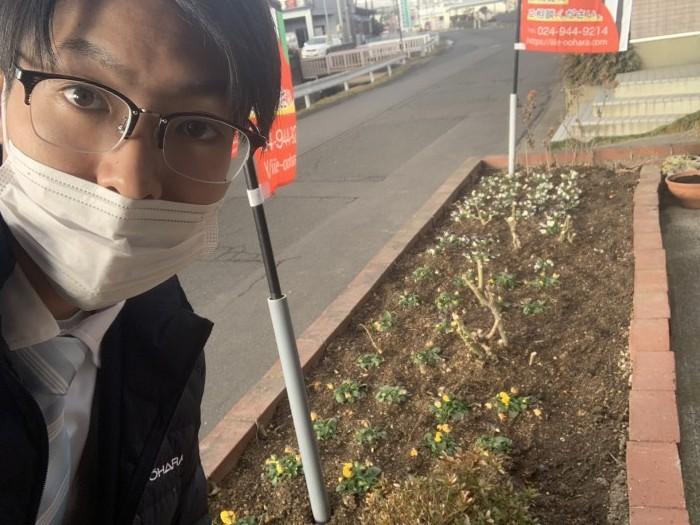 花壇のお花に水をあげています。郡山市安積町| 郡山市 新築住宅 大原工務店のブログ