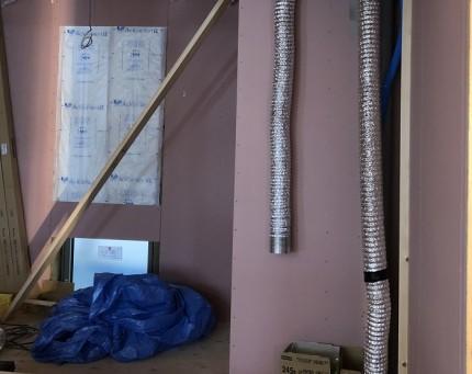 断熱材施工後に石膏ボードを貼っていきます。田村市船引町|郡山市 新築住宅 大原工務店のブログ