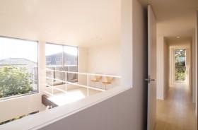 個性的な外観の吹き抜けダイニングのある住宅-2F吹抜-|郡山市 注文住宅 大原工務店の施工例
