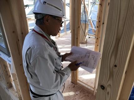 上棟検査を受けています 郡山市富久山町 お願いいたします|郡山市 新築住宅 大原工務店のブログ