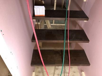 新築注文住宅の階段施工しているところです。田村市船引町|郡山市 新築住宅 大原工務店のブログ