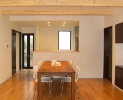 日本の伝統的な家「平屋」で暮らす贅沢な時間-リビング-|郡山市 注文住宅 大原工務店の施工例