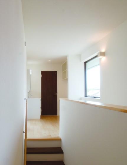 開放的な室内空間と木目が美しい上質な住まい-階段-|郡山市 注文住宅 大原工務店の施工例
