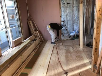 フローリングの施工を行っています 郡山市亀田 | 郡山市 新築住宅 大原工務店のブログ