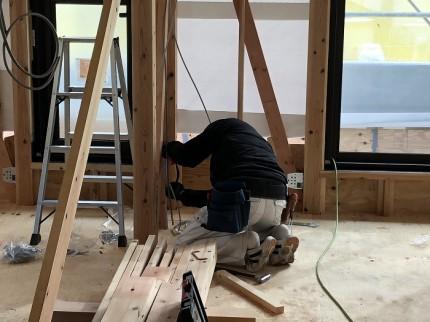電気屋さんが内部の配線を行っています 郡山市小原田 | 郡山市 新築住宅 大原工務店のブログ
