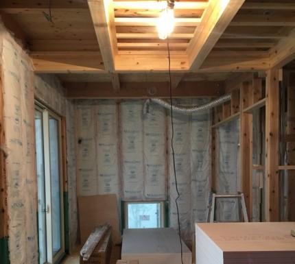 壁の断熱材の様子です。田村郡三春町|郡山市 新築住宅 大原工務店のブログ