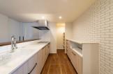 タイル調のクロスを使用したキッチンです| 郡山市 新築住宅 大原工務店のブログ