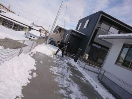 郡山市安積町にあるモデルハウスの雪かきをしてきました!| 郡山市 新築住宅 大原工務店のブログ