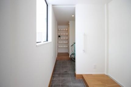 郡山市安積町モデルハウス「ライフボックス」の玄関です。| 郡山市 新築住宅 大原工務店のブログ