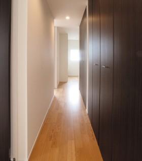 箱型自由設計 機能性とデザイン性が融合した住まい-2Fホール-|郡山市 注文住宅 大原工務店の施工例