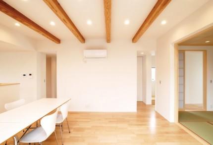 シンプルな切妻屋根で北側ファザードをデザインする注文住宅~リビング・ダイニング~|郡山市 注文住宅 大原工務店 施工例