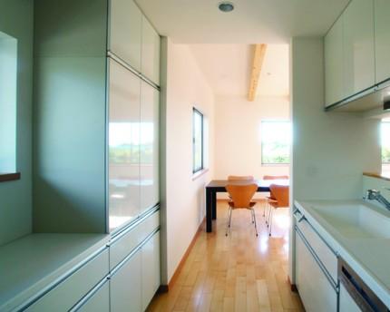 たっぷりの光を取り込む二世帯住宅-キッチン-|郡山市 注文住宅 大原工務店の施工例