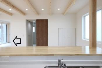 小上がりの畳コーナーかカッコイイ!田村町新築住宅