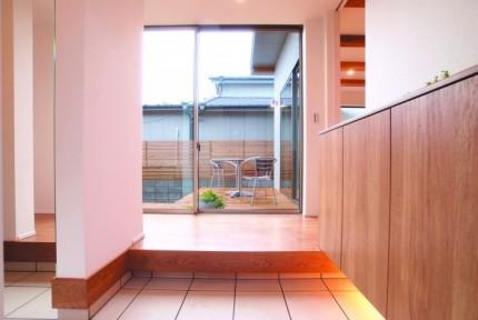 郡山市平屋モデルハウス「中庭のある家」玄関|郡山市 新築住宅 大原工務店のブログ