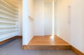 収納スペースが沢山のM様邸の玄関。郡山市富田町| 郡山市 新築住宅 大原工務店のブログ
