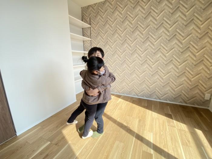 お子さんと探検している様子です!郡山市富久山町  郡山市 新築住宅 大原工務店のブログ