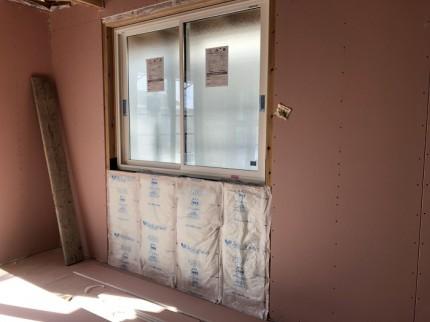断熱材を施工した後に、石膏ボードを貼っていきます。郡山市小原田|郡山市 新築住宅 大原工務店のブログ