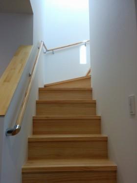 シンプルを追求した箱型住宅~階段~|郡山市 注文住宅 大原工務店 施工例