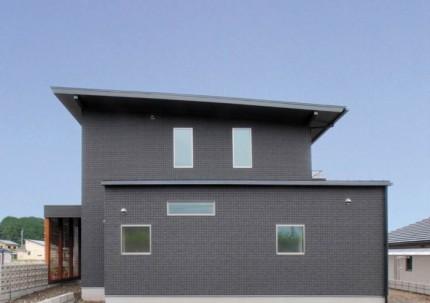 コの字型の家で中庭から光と風を取り入れる注文住宅|郡山市 注文住宅 大原工務店の施工例