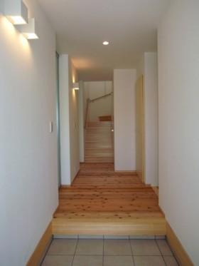 バランスとディテールを整えたシンプルで美しい住まい-玄関-|郡山市 注文住宅 大原工務店の施工例