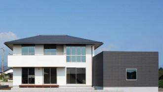 寄棟屋根と箱で構成するベーシックスタイルの注文住宅~外観~|郡山市 注文住宅 大原工務店 施工例