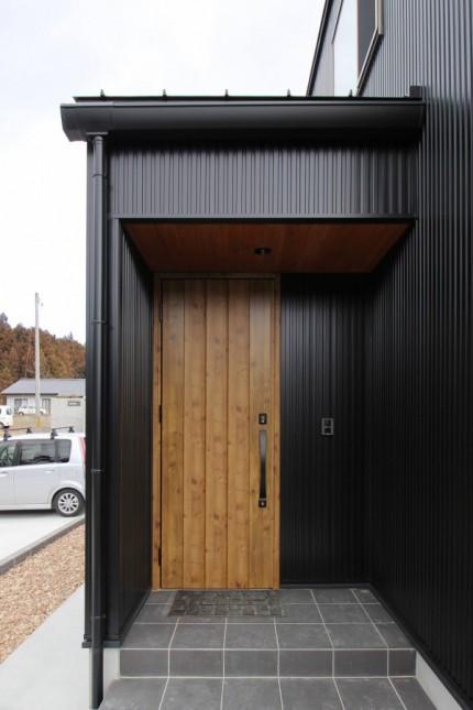 ウッド調の玄関ドアです。須賀川市|郡山市 新築住宅 大原工務店のブログ