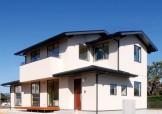 深い軒先と白と黒の外観が際立つ和テイストのパッシブデザイン住宅-外観-|郡山市 注文住宅 大原工務店の施工例