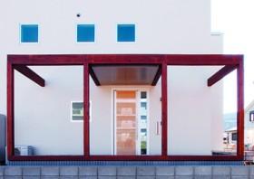 広々ウッドデッキと使い勝手の良いバルコニーを満喫-玄関-