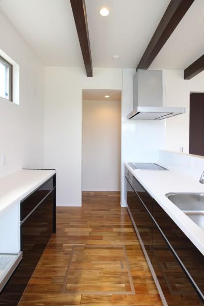 キッチンの奥にパントリーを設けています| 郡山市 新築住宅 大原工務店のブログ