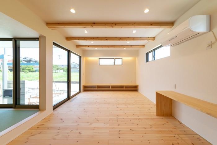 造作のテレビボードがあるリビングルームです!| 郡山市 新築住宅 大原工務店のブログ