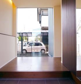 シンプルデザインを追求した注文住宅-玄関土間ホール-|郡山市 注文住宅 大原工務店の施工例