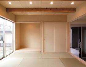 小屋裏空間とスキップフロアで構成される平屋-和室-|郡山市 注文住宅 大原工務店の施工例
