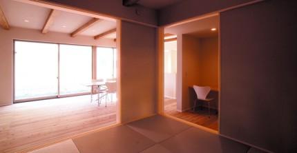 杉無垢材の梁が印象的 20代で建てる注文住宅-和室-|郡山市 注文住宅 大原工務店の施工例