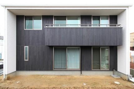 箱型の2世帯住宅の見学会です。